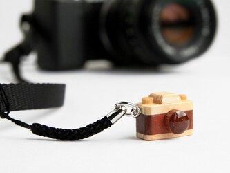 木製カメラ根付の画像