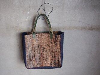 裂き織り/柿渋染めと藍染めノ額縁かばん (+orimi)の画像