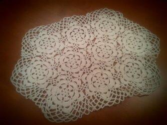 お花のレース編み(六角形・オフホワイト)の画像