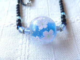 とんぼ玉 桜のネックレスの画像