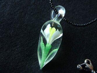 ガラス細工 花のネックレスの画像