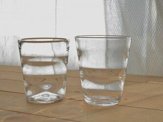 波紋のグラスの画像