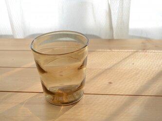 波紋のグラス (ブラウン)の画像