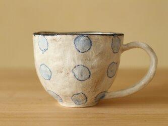 粉引き手びねりベイビーブルーのドットのカップ。の画像