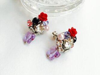 バラと蝶々のピアス(スワロフスキー使用)の画像