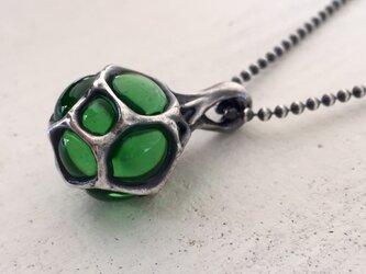 胞子のペンダント・緑【silver×glass】《受注制作》の画像