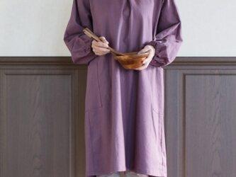 リネン 紫色の割烹着の画像