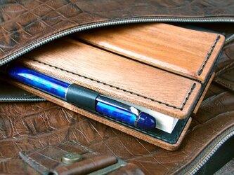 木と革で作った A6文庫本専用カバーの画像