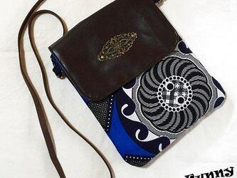 アフリカンプリント生地 アンティークモチーフ付き ショルダーバッグ 青色の画像