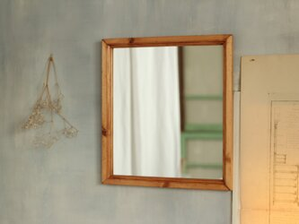 壁掛けの鏡 飴色の画像