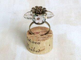 お花の指輪(ビーズボール)の画像