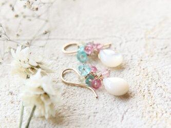 【再販】白蝶貝とブルーアパタイトのピアスの画像