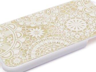 iPhone7/6/6sケース 天然貝仕様(ホワイトジオメトリック・白カバー)<螺鈿アート>の画像