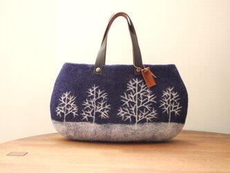 羊毛フェルトバッグ/冬の木の画像