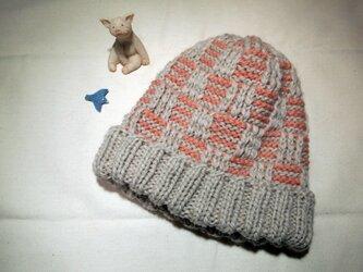 ボーダーチェックのニット帽【ライトベージュxミルキーピンク】の画像