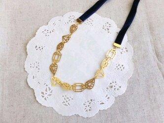 宝石カットのビロードネックレスの画像