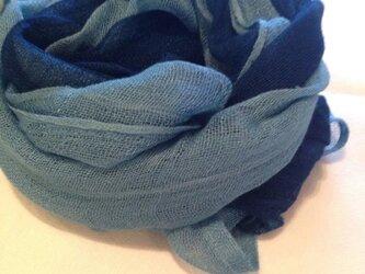 肌に優しい藍色無地レーヨンストールの画像