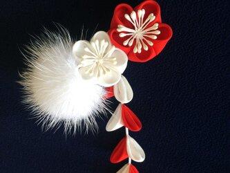 紅白梅のイヤーカフ(片耳用イヤリング)【つまみ細工/正絹】の画像