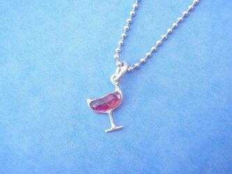 ワイングラスのネックレスの画像