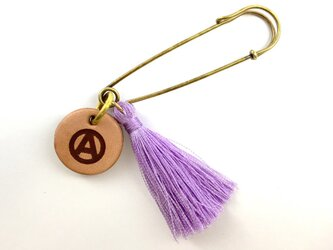 アナーキーマーク タッセルブローチ 藤紫の画像