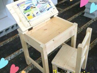 レトロ風キッズ机と椅子のセットの画像