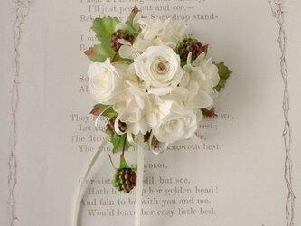 【受注製作】バラと野いちごのコサージュ ケース付き【プリザーブドフラワー】入園式 卒園式 卒業式 入学式 結婚式の画像
