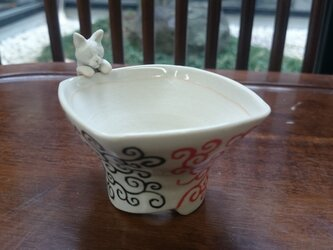 三色唐草フチ猫小用盆栽鉢の画像