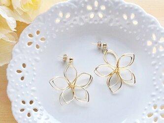 高品質~大花~ wire flower シンプルピアス/イヤリングの画像