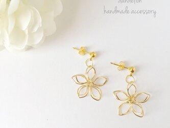 高品質~小花~ wire flower シンプルピアス/イヤリングの画像