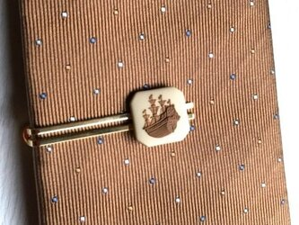 帆船タイピン(ベージュ×茶)の画像