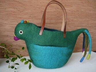 グリーンのトリのバッグの画像