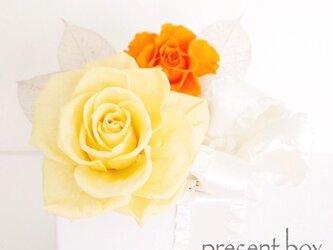 お花のプレゼントボックスの画像