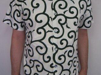 唐草模様半袖シャツ(生成り×緑)の画像