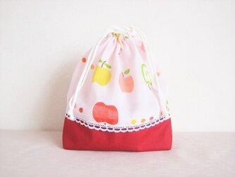 かわいいりんご柄の巾着袋の画像