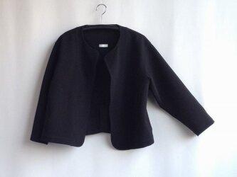 出番の多いショートジャケット・黒綿ニットの画像