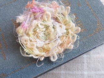 ふんわり紡いだ春糸ブローチの画像