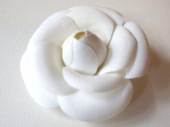 カメリアの布花コサージュ‐ホワイト-の画像