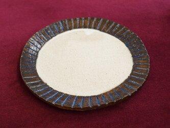 まる皿(白とナマコ釉)の画像