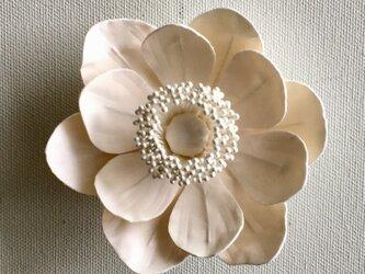 アネモネの布花コサージュ‐オフホワイト-の画像