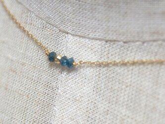 【再入荷】K10 ブルー・ナチュラルダイヤモンド3粒ネックレスの画像