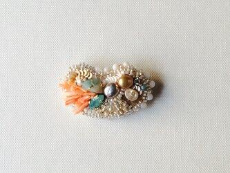 ビーズ刺繍のブローチ 「海のたからもの」の画像
