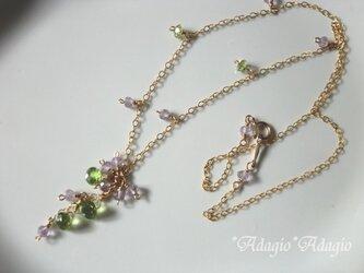 春の小花のネックレスの画像