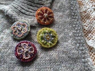 レトロ手刺繍ブローチ♪冬の画像