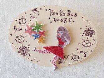 星と踊る女の子ピアス(イヤリング交換可)の画像