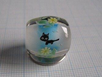 とんぼ玉 黒猫と花の画像