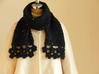 花モチーフとかのこ編みのきらきらマフラーの画像