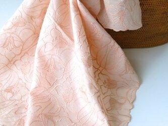 草木染刺繍ハンカチ ユリ(サーモンピンク)の画像