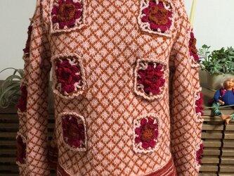 花モチーフのオリジナルセーターの画像