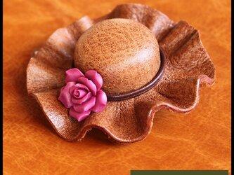 本革ブローチ・コサージュ《帽子①》の画像