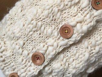 超極太スラブ糸の大きな釦のベストの画像